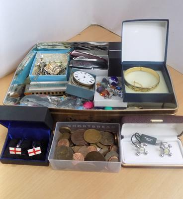 Good selection of collectables incl. penknives, pocket watch, costume jewellery