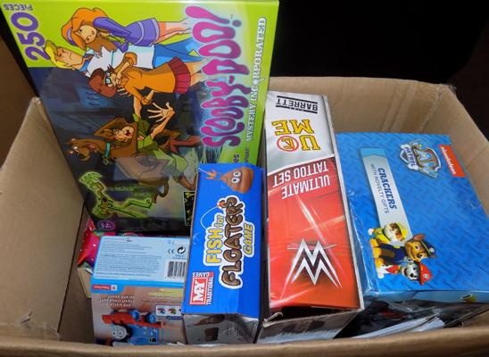 Box of mixed toys, incl. Scooby Doo