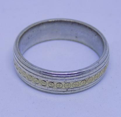 9ct gold & silver ring, size V 1/2