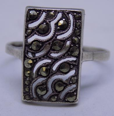 Vintage silver deco style ring with white marcasite detail