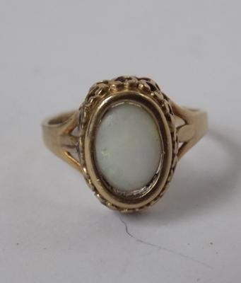Vintage 9ct gold ring - approx. size C (very small size)
