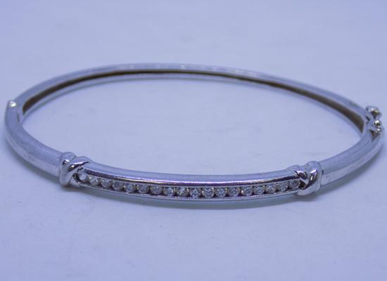 Sterling 925 silver bangle with clear stone setting