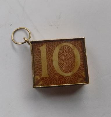 9ct gold charm - 10 shilling note