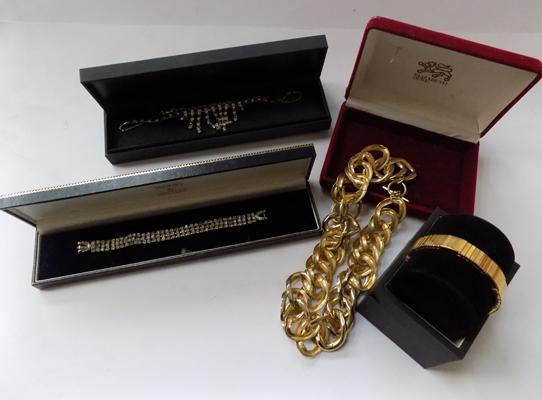 4x Boxed items of jewellery-from high street jewellers