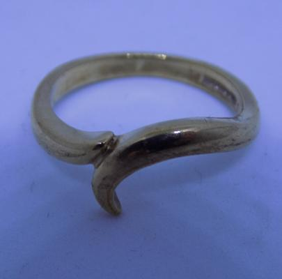 9ct gold ring, size K