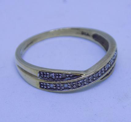 9ct gold crossover diamond ring, size N 1/2