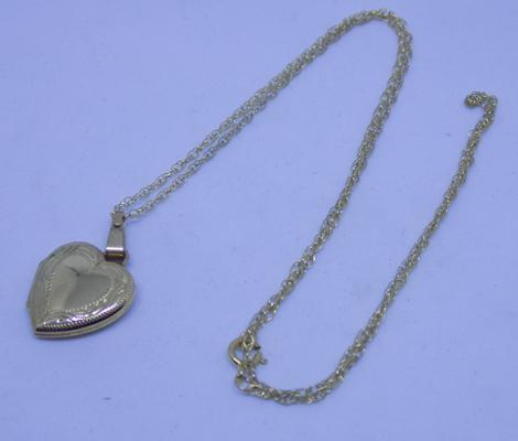 9ct gold chain with heart locket