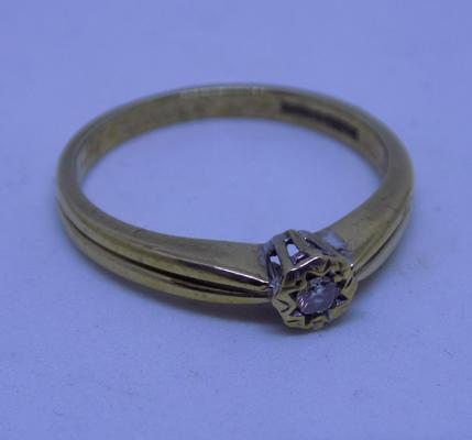 9ct gold diamond solitaire ring, size P 1/2