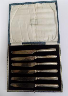 Set of 6 silver knives in box - marked Sheffield 1922 John Sanderson and Son ltd.