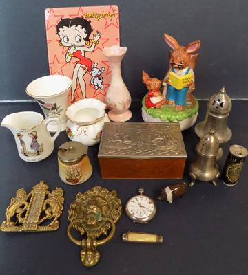 Small collection of collectables incl. Wedgwood, brass etc.