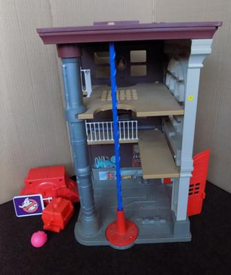 1987 Columbia pictures Ghostbuster's Firestation complete with sign, 2 ghost traps, ghost