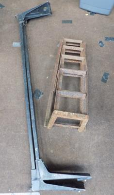 Set of heavy duty car ramps and set of van roof rails