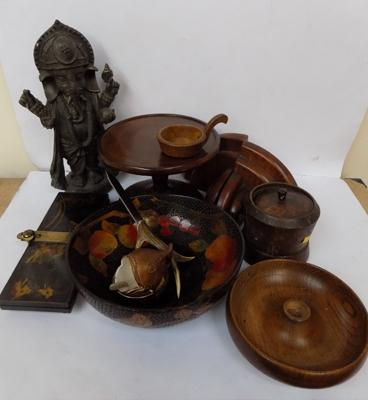 Large selection of treen items