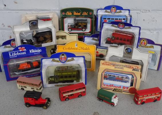 Selection of boxed & loose diecast cars