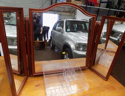 Dressing table mirror & make-up tidy