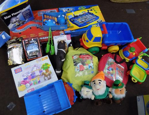 Large selection of toys incl. national geographic and Lego