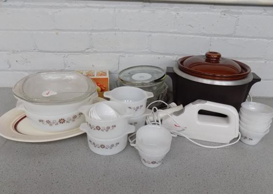 Box of kitchen ware inc Pyrex, carving knife, slow cooker etc