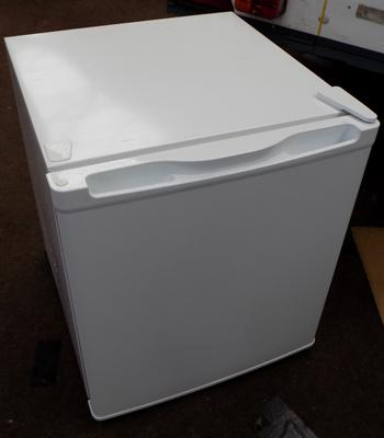 Counter top fridge, very good condition, hardly used - W/O