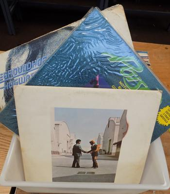 Box of LPs, incl. Floyd, Lennon, Wings, Ground Hogs