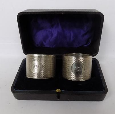 2x vintage sterling silver napkin rings in display box - Birmingham 1930 - makers William Neale and son - 92 grams