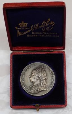 White metal Victorian medal in original fitted case - made in Bradford