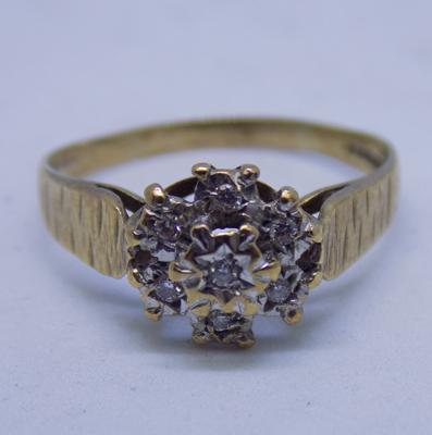9ct gold diamond cluster ring size N