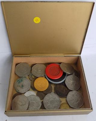 Small tin of 50p coins & various tokens