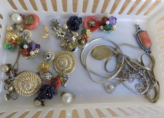 Costume jewellery with selection of silver