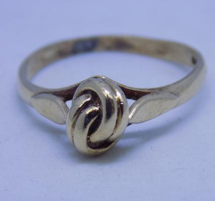 9ct gold lovers knot ring size Q