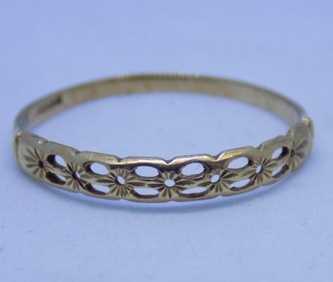 9ct gold diamond cut patterned ring size S1/2