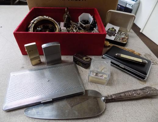 Box of colleactable jewellery incl. silver, cigarette cases, penknives etc. and scrap gold (1.4g)