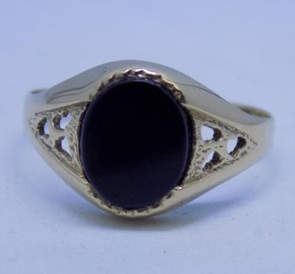 9ct gold black onyx signet ring - size S1/2