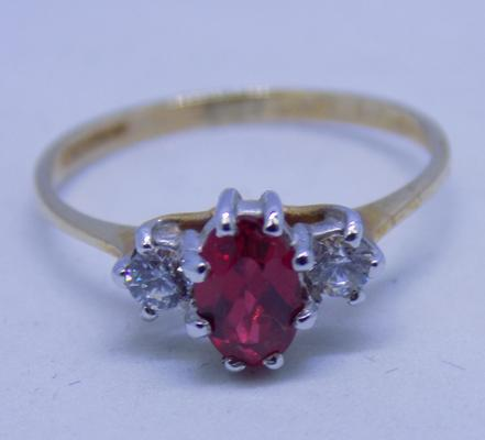 9ct gold ruby trilogy ring size L