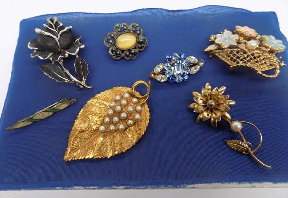 Selection of brooches, incl. 1950's cold painted black rose, signed Jewel Craft