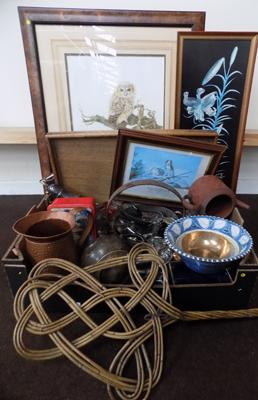 Box of collectable and framed pictures incl. 1950's Gallery Dray - jelly moulds, brass jam pan