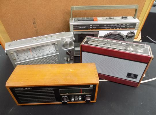 Selection of vintage radios, incl. Roberts x 2
