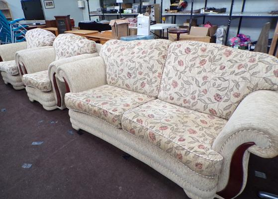 Three seater settee & two armchairs