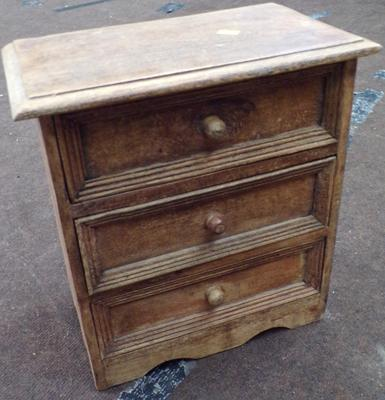 Vintage counter top set of drawers