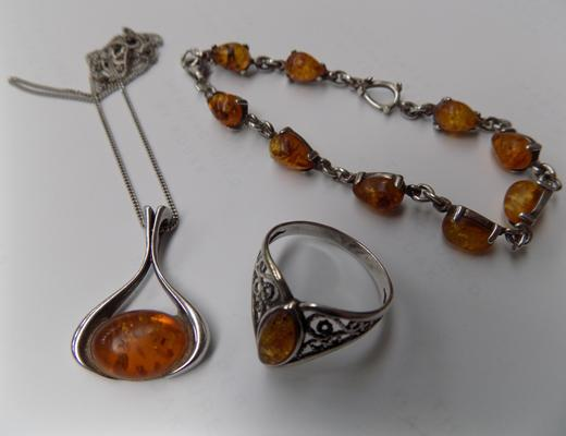 Silver and amber set incl. ring, necklace and bracelet