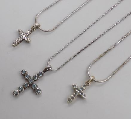 3 x 925 silver necklaces, incl. crosses