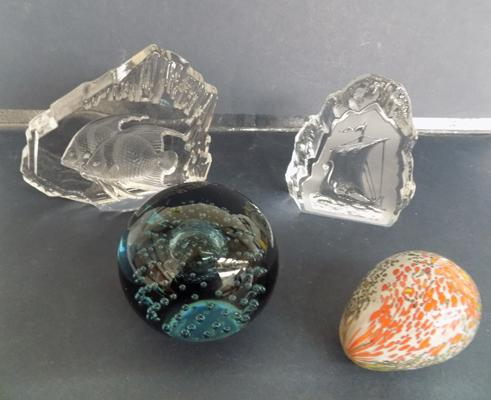 4 glass paperweights incl. Mdina