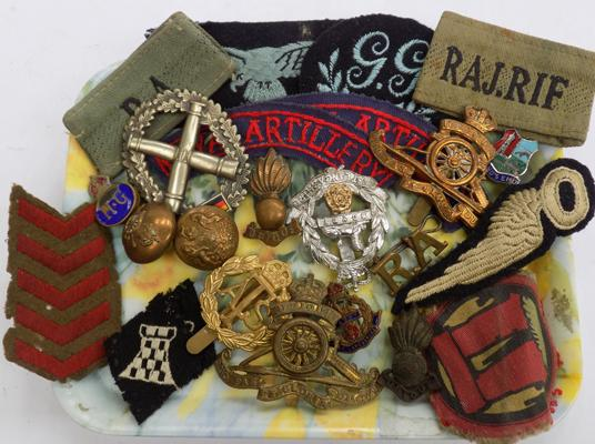 Selection of military badges, cap badges & other militaria