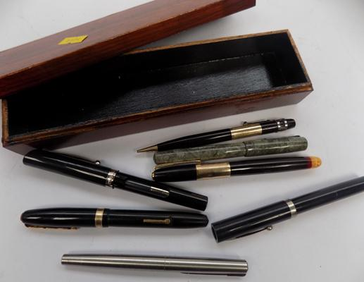 Box of pens, incl. Swan Waterman's Conway Stewart with 14ct gold nib, also Sheaffer Swan Parker pen