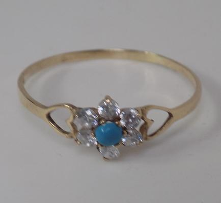 9ct Gold turquoise flower ring-heart shoulders size Y1/2