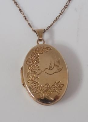 9ct Gold chain & locket-patterned front-verse on back-chain 18 inches