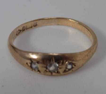 9ct Gold gypsy style trilogy ring size O