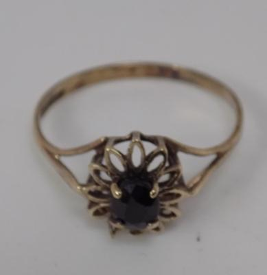 9ct Gold dark sapphire solitaire ring size P