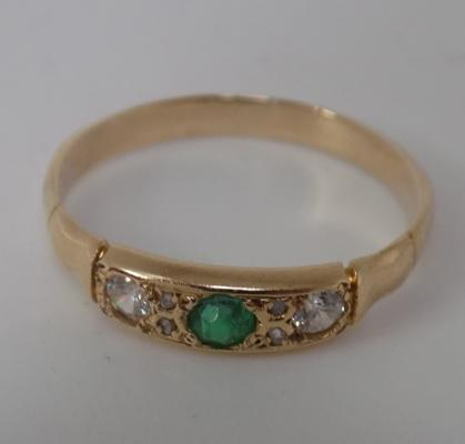 18ct Gold emerald & white stone ring size P