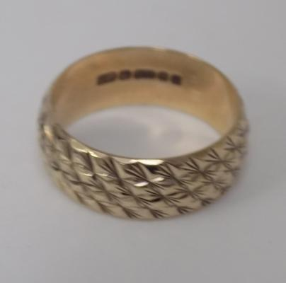 9ct gold broad patterned wedding band size L1/2