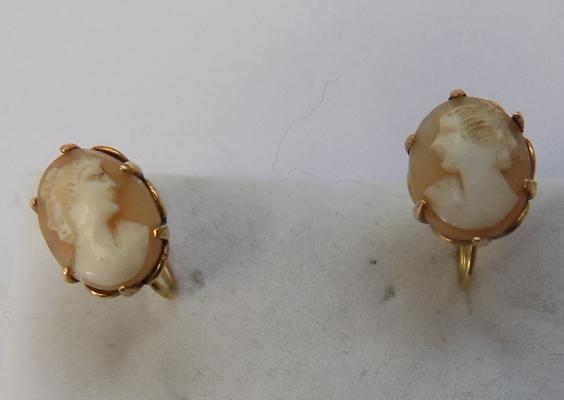 9ct gold cameo screw back earrings
